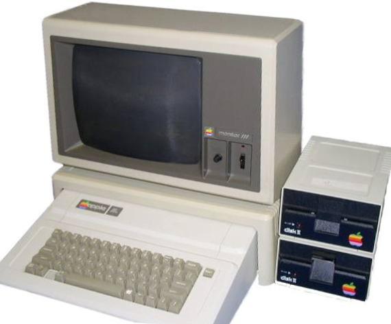史蒂夫·沃兹尼亚克(Steve Wozniak)设计的 Apple II 电脑