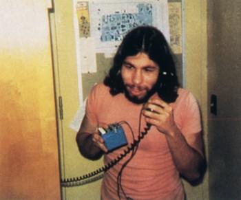 史蒂夫·沃兹尼亚克(Steve Wozniak)和他发明的蓝盒子电话盗打机