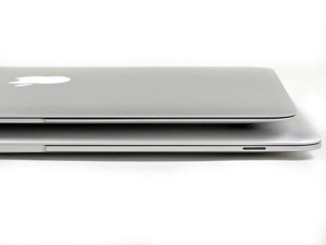 新旧两代苹果 Macbook Air笔记本电脑厚度对比