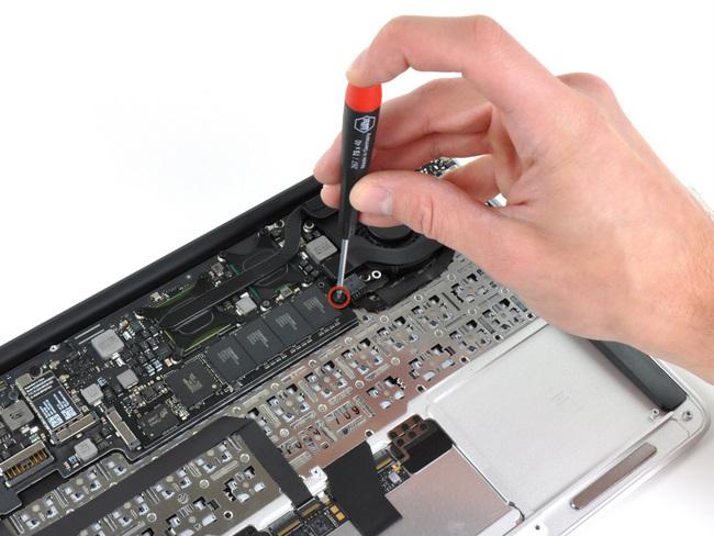 11寸苹果 Macbook Air笔记本电脑的硬盘固定螺丝