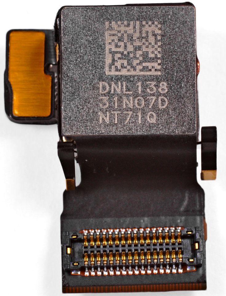 苹果 iPhone 4S 的后摄像头模块背面