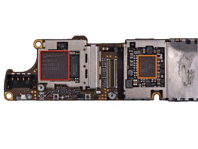 苹果 iPhone 4S 主板背面的芯片